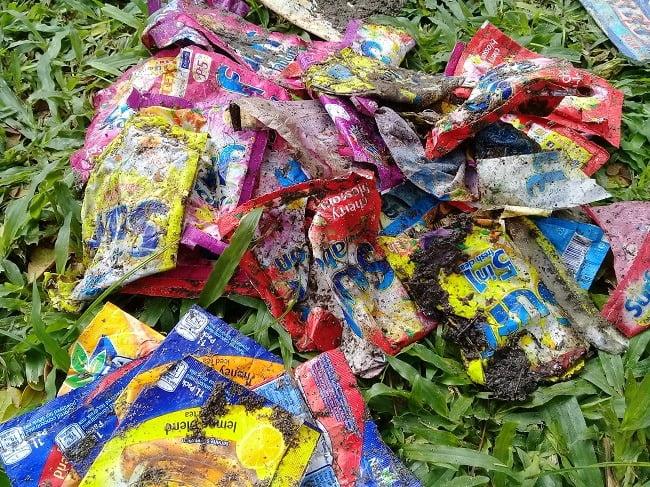 Littered sachets