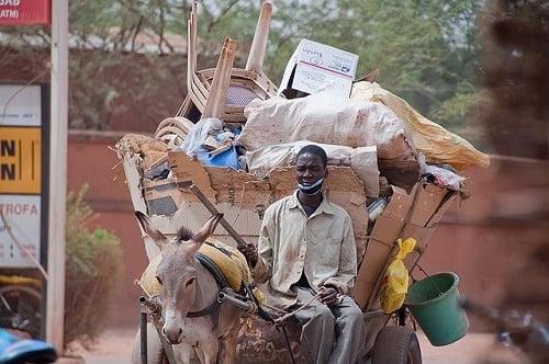 640px-Charette_poubelle_in_Ouagadougou